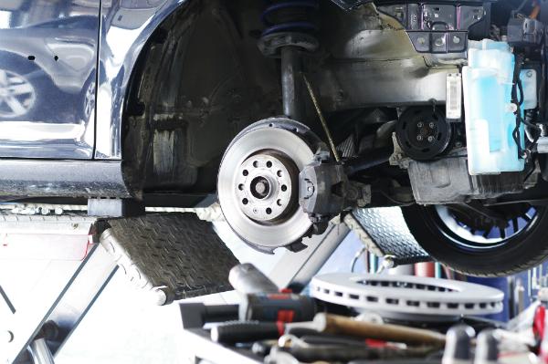 Reparatur der Bremsen, Bremsscheibe und Bremskloetze