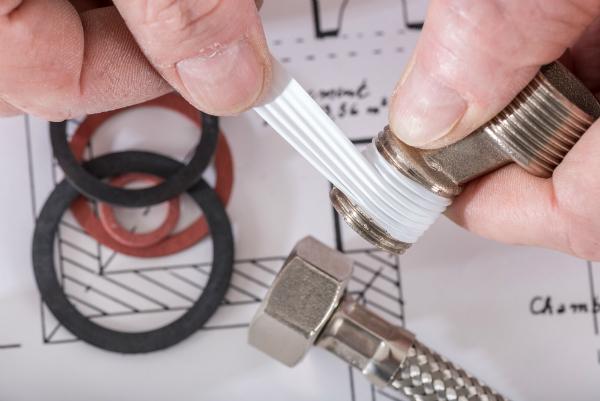 Klempner mit Teflonverbindung