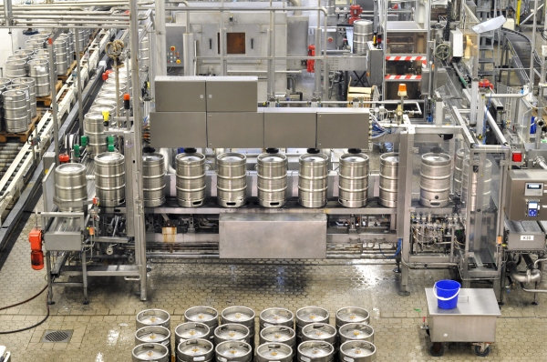 Abfüllung von Bierfässern / Bottling of beer kegs
