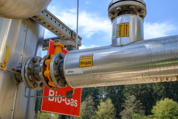 Rohre-Kennzeichnungen-Biogas-Anlage