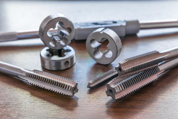 Werkzeug zum Schneiden von Innen- und Aussengewinden gewinde-und-gewindearten
