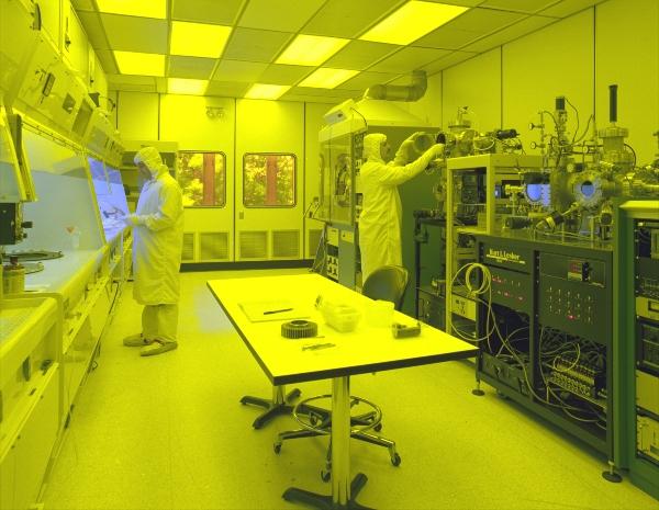 Ein Reinraum fuer die Produktion lichtempfindlicher Mikrosysteme reinraeume