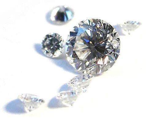 Natuerliche Diamanten im Brillantschliff diamant-und-graphit
