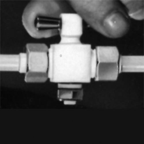 Absperrhahn aus PTFE für gleiche Schlauchgrößen mit Überwurfmutter aus Edelstahl