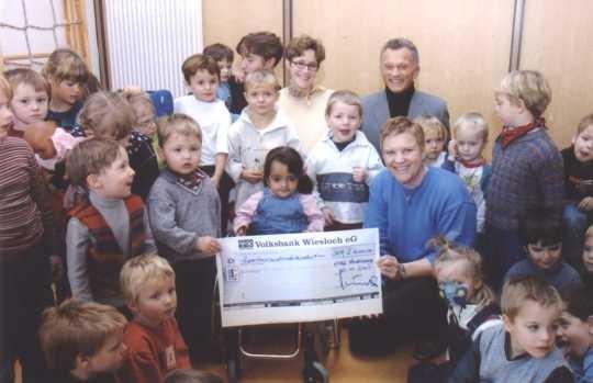 PI_2002-09_Dr-Peter-Reichelt-sammelt-f-r-Lebenshilfe